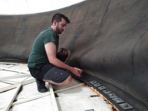 Rob Ronci preparing dry-run inflation of the lung at SAM, Biosphere 2